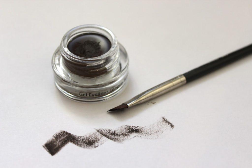 DIY – zrób sobie domowy eyeliner z węgla aktywnego